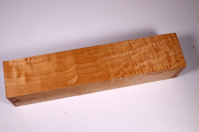 Square Qulited Maple 305x65x65mm - Ahorn0168